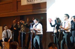 懇親会東京本店メンバーOP ACTによる自作社歌の熱唱